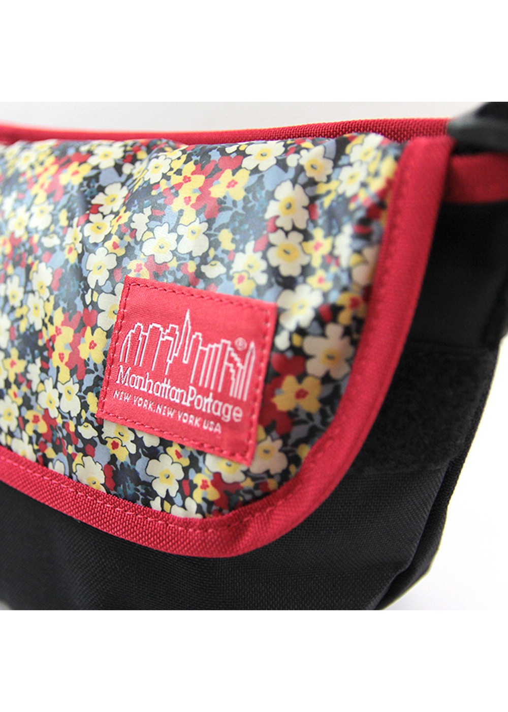 【5/15新着】Liberty Art Fabric Casual Messenger Bag|ブラック/レッド|ショルダーバッグ|Manhattan Portage