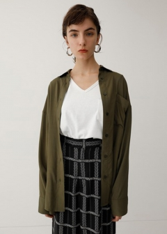 BACK PLEATS OVER SHIRT