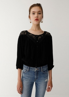 CONTRASTING LACE BLOUSE