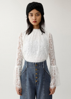 SCALLOPED LACE FLARE TOP