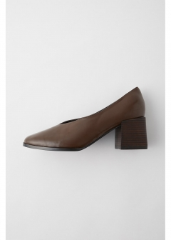CHUNK HEEL V PUMPS