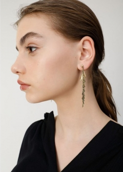 METAL MOTIF EARRINGS