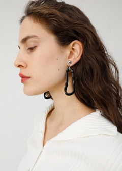 CURVED CLEAR EARRINGS