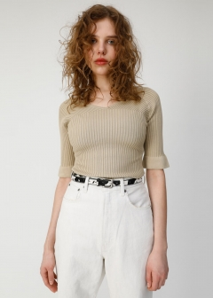 LOW NECKED KNIT TOP